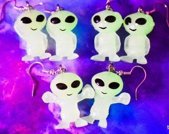 Novelty Earrings Glow in the Dark Glow Alien Earrings Mini Aliens
