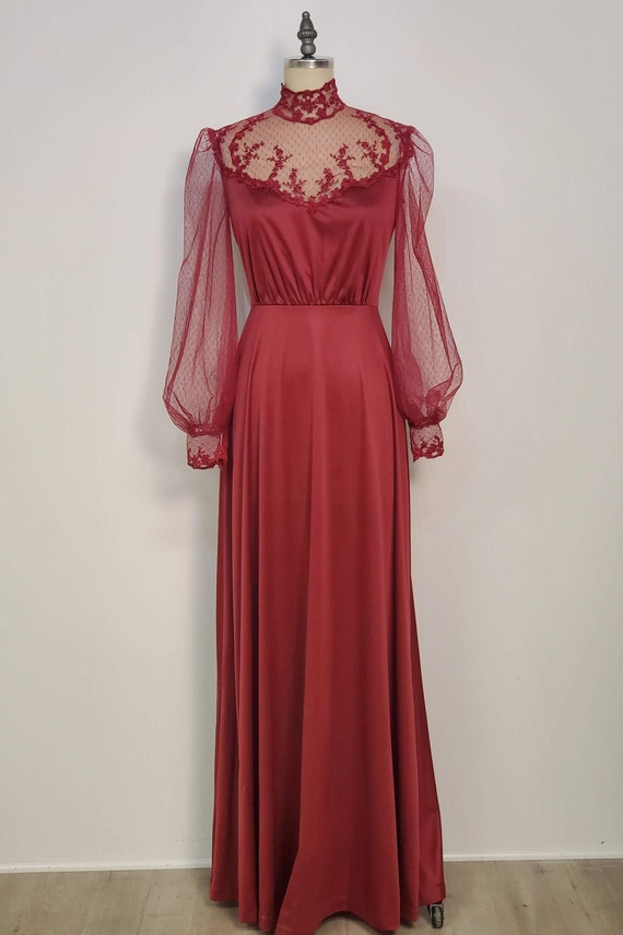 1970's Poly Jersey Gown || Dotted Net || High Coll