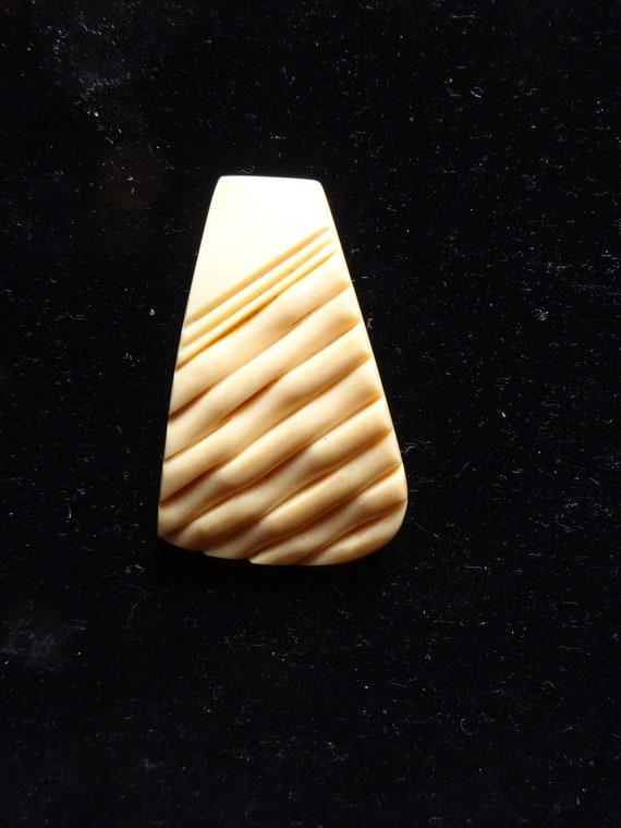 1940s ART DECO CLIP-40s Curious Bakelite Dress Cli