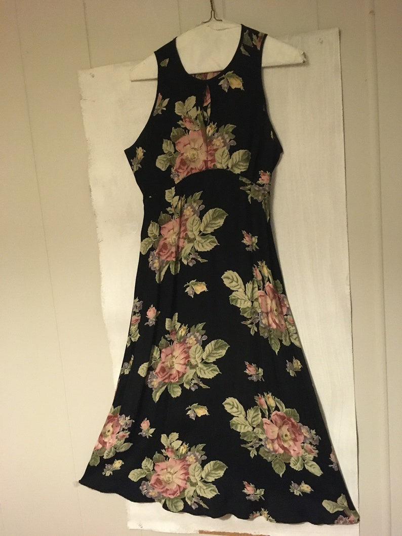 Floral on Blk Timeless Long Dress wCovered Buttons /& Keyhole front Tie Back