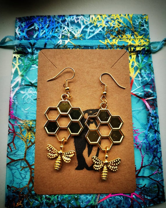 Honeycomb bee drop earrings Silver dangle earrings Bumblebee earrings Nature jewellery Zink based alloy Bee jewellery
