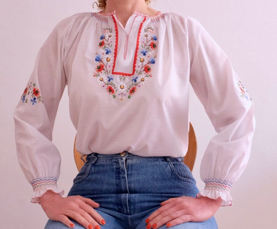 Vintage costume blouse; Folklore; white with flora