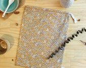 L-size bulk bag in ochre and gold floral cotton, zero-waste races