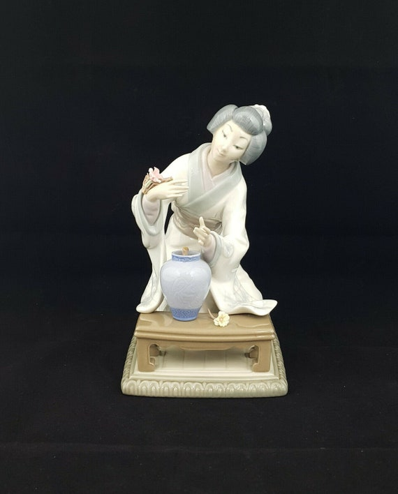 Lladro Figurine Lady Decorating Flowers Model 4840