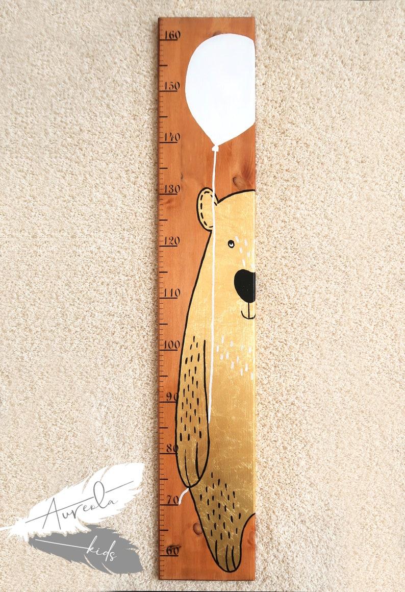 Personalisierte Kinder Messlatte aus Natur Holz BÄR