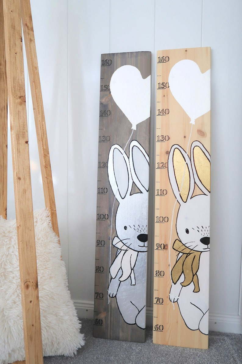 Personalisierte Kinder Messlatte aus Natur Holz HASE