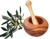 12 cm bulging round mortar and olive wood pestle (6404)