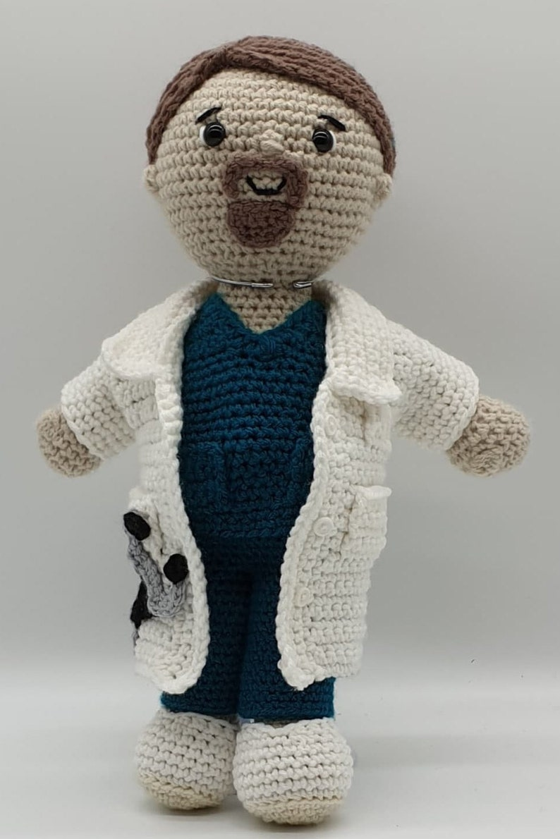 Dr Damian Outfit image 0