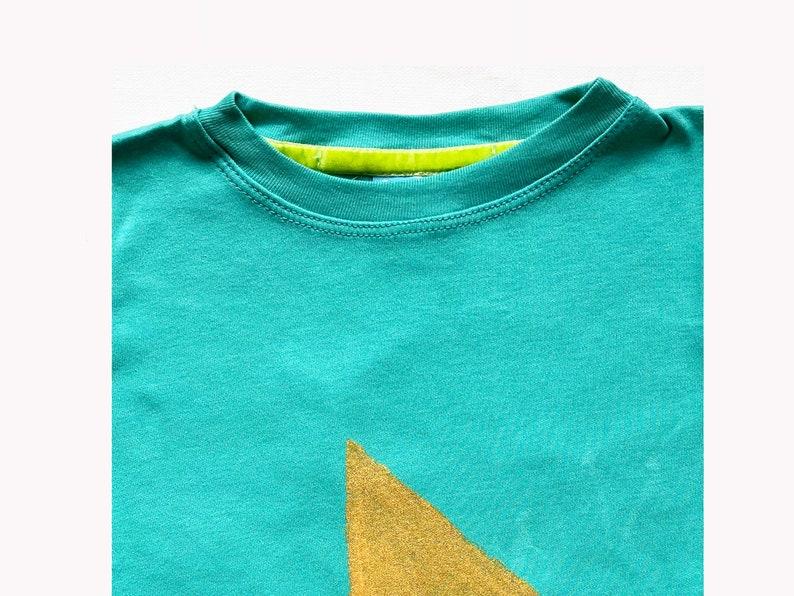 Handpainted Gold Play Sign Kids Tshirt 1-7y in 4 colors,cool kids,original design gold play sign tshirt,kids gift,cool kids designs tshirt