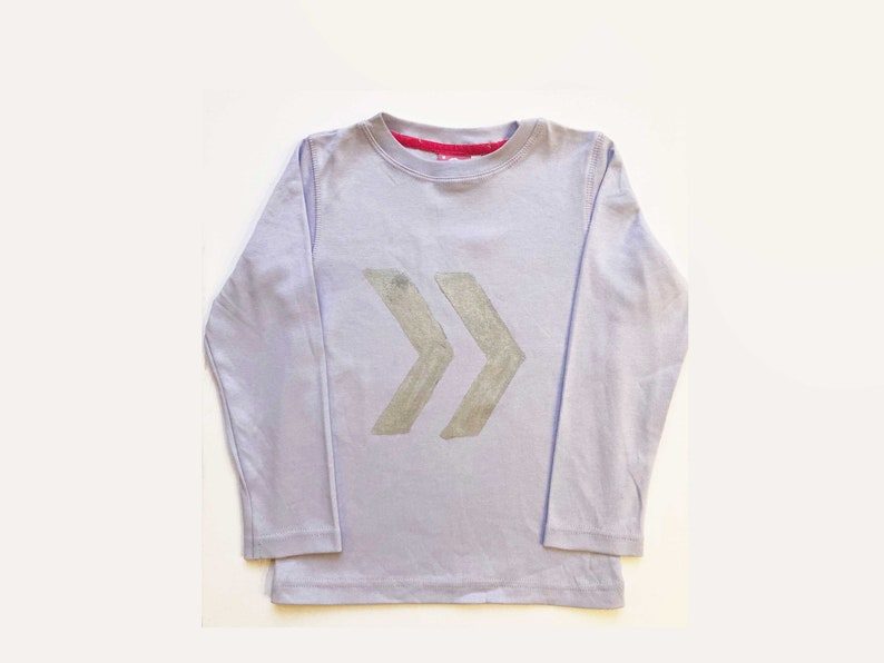 Handpainted Silver Fast Forward Sign Kids Tshirt 1-7y in 4 col,cool kids,original design silver fast forward sign tshirt,kids gift tshirt