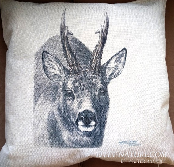 """Cushion aspect line portrait Chevreuil """"great fauna collection"""" 40x40cm signed by artist Walter Arlaud"""