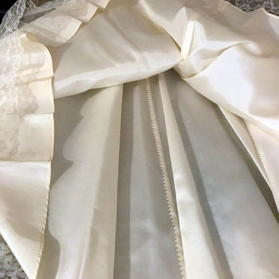 50's Ivory Lace Wedding Dress w Veil by Sylvia Ann - image 9