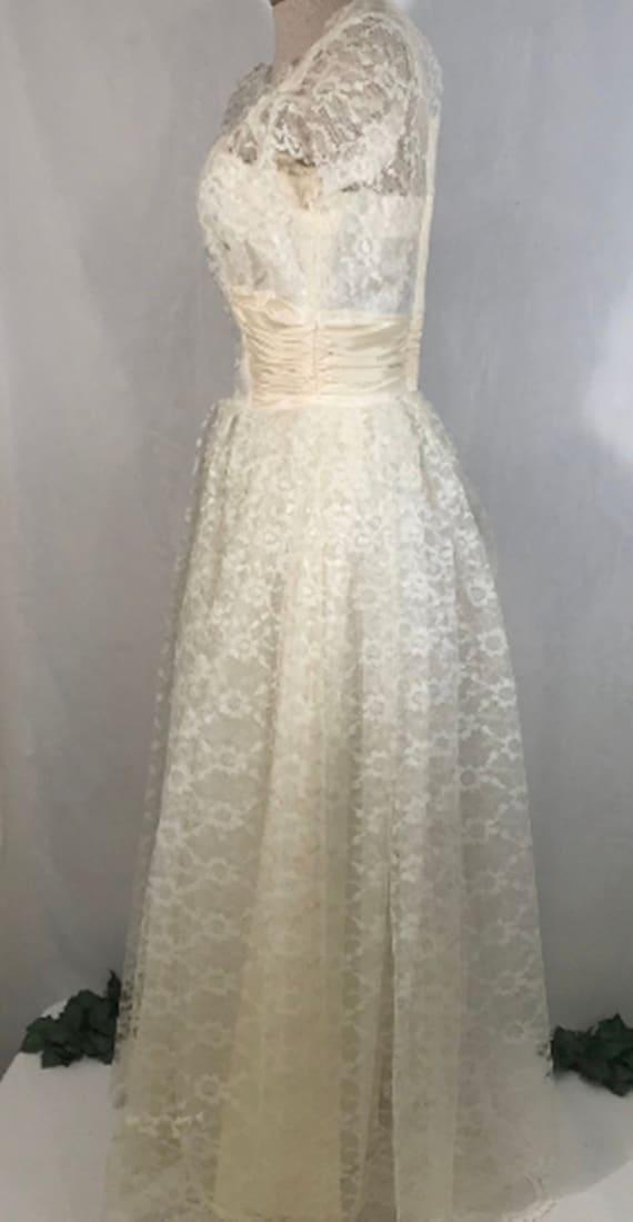 50's Ivory Lace Wedding Dress w Veil by Sylvia Ann - image 6