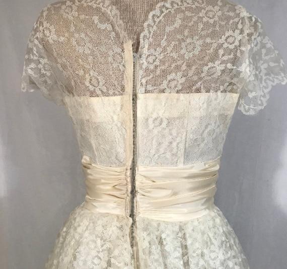 50's Ivory Lace Wedding Dress w Veil by Sylvia Ann - image 8