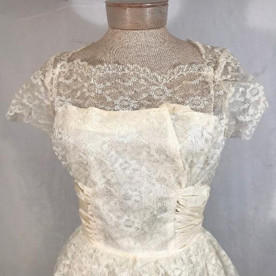 50's Ivory Lace Wedding Dress w Veil by Sylvia Ann - image 5