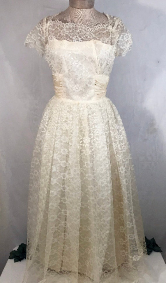 50's Ivory Lace Wedding Dress w Veil by Sylvia Ann - image 2