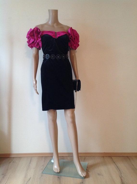 1980's Black Pink Elegant Off Cold Shoulders Cockt