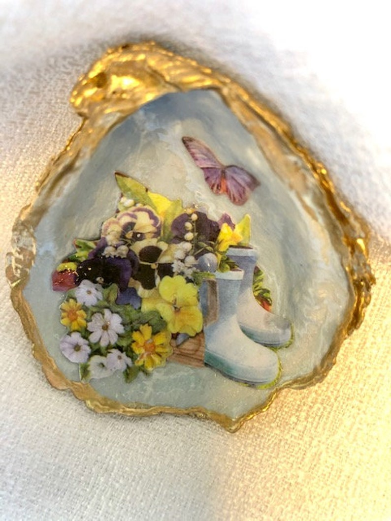 Garden Party,Bring the Outdoors to Life,Set of 2 Oyster Shells Handpainted in Blue/&Pearl Sheen,Decoupage Scenery,BathHome Accent,Ring Dish