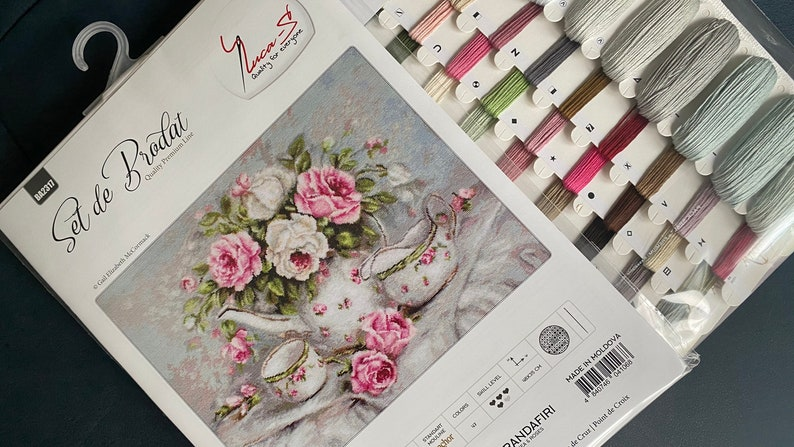 Luca-S  BA2317 Trio /& Blooms Partnered with \u00a9Gail Elizabeth McCormack  48x35cm  Cross Stitch Kit