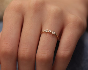 14k & 18k Minimal 7 Diamond Ring / Diamond Wedding Band / Gold Minimalist Ring / Engagement Ring available in Gold, Rose Gold and White Gold