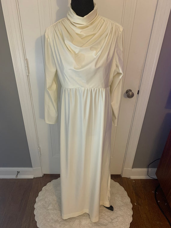 Vintage Ivory Polyester Wedding or Formal Gown - image 3