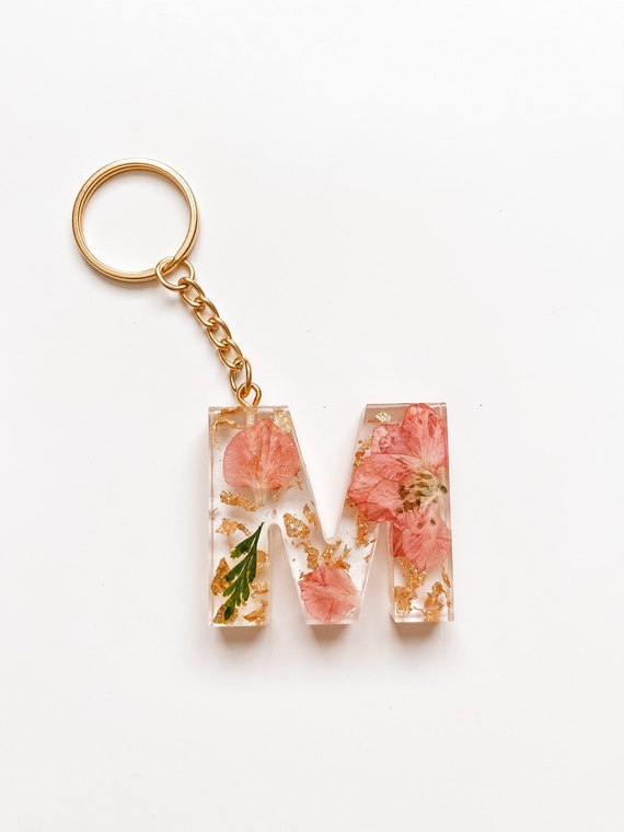 letter or number keychain handmade with resin colourful and customizable Flower and flakes Initial keychains