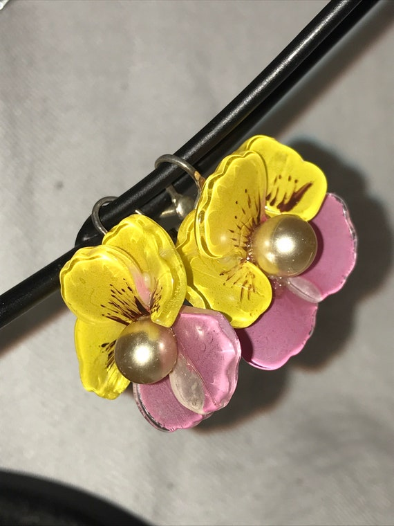 1940's VINTAGE CORO Pink & Yellow Pansy Screw back