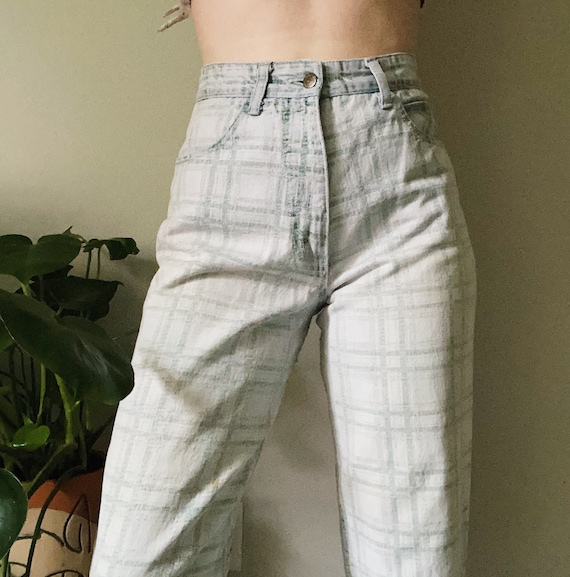Guess mom jeans, plaid jeans, plaid mom jeans, gre