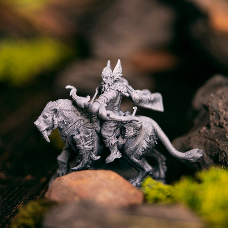 the Conqueror of Darkness miniature Ife DnD miniatures Dungeons and dragons D/&D tabletop miniatures Get FREE Wooden RPG engraved BOX