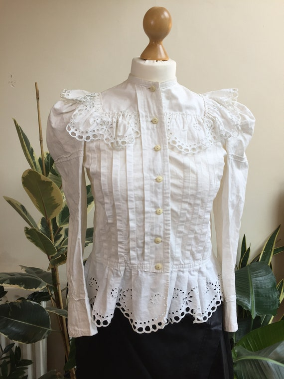 Antique Victorian White Broderie Anglaise Lace Fri