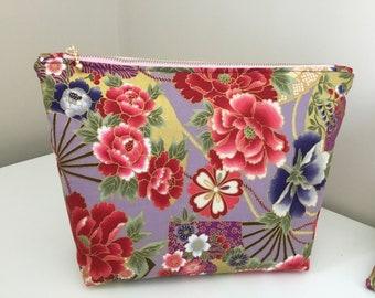 oriental scene print large padded bag