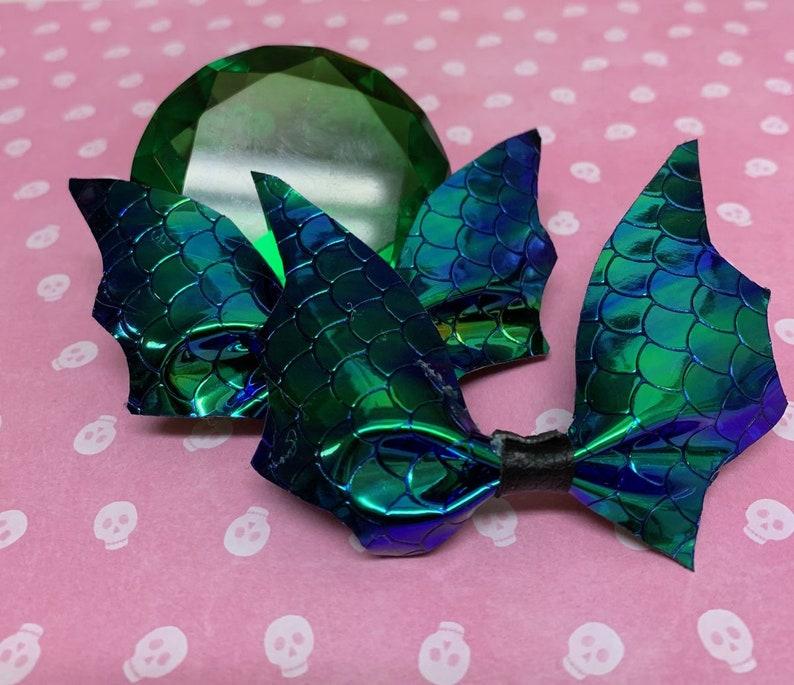 Bat shaped bow pair