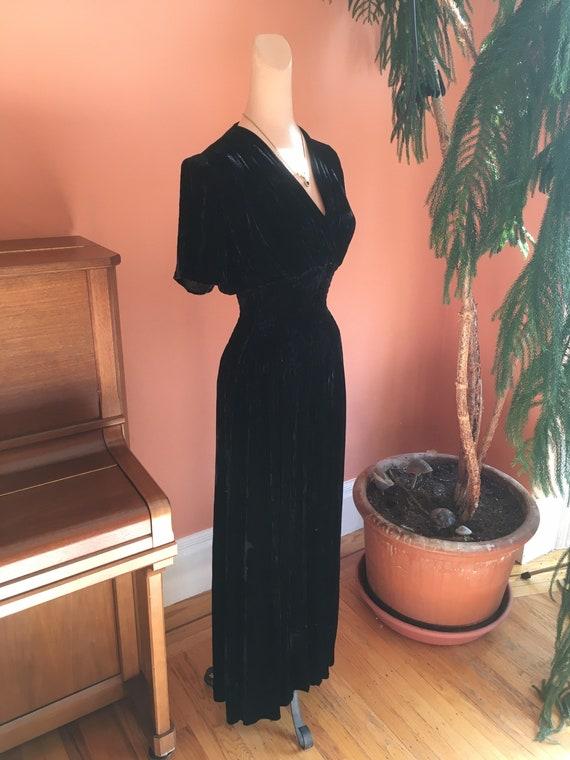 Sumptuous 1930s/1940s Black Velvet Gown - image 3