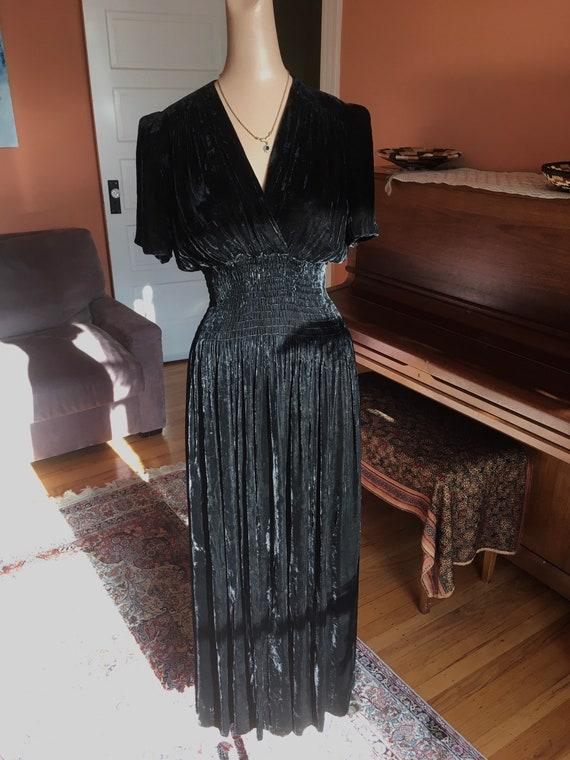 Sumptuous 1930s/1940s Black Velvet Gown - image 6
