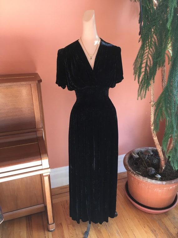 Sumptuous 1930s/1940s Black Velvet Gown - image 1