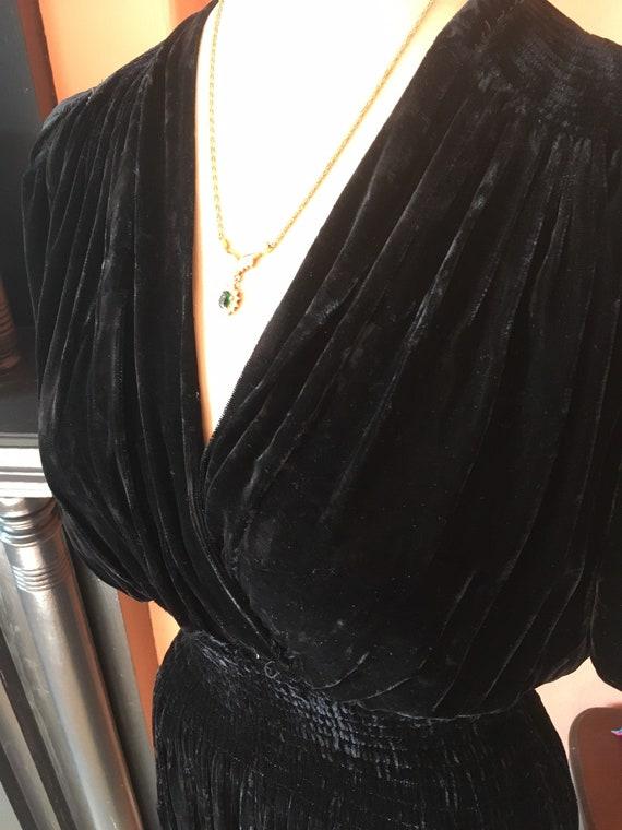 Sumptuous 1930s/1940s Black Velvet Gown - image 5