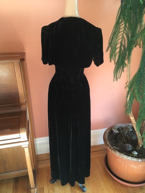 Sumptuous 1930s/1940s Black Velvet Gown - image 4