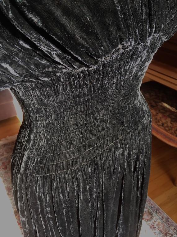 Sumptuous 1930s/1940s Black Velvet Gown - image 8