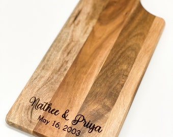 Acacia Cutting Board with handle - Engraved serving board with personalized names
