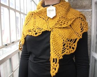 Fine wool shawl. Gathering Leaves Model