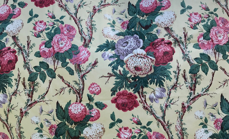 beautiful material Copyright 1987. VINTAGE FLORAL Fabric from the National Trust Country House collection 137cm width x 80cm length