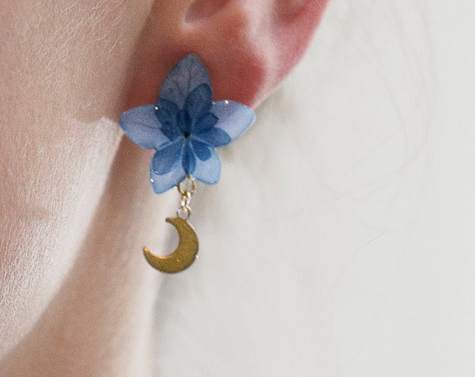 Featured listing image: Crescent Moon Studs in Sterling Silver