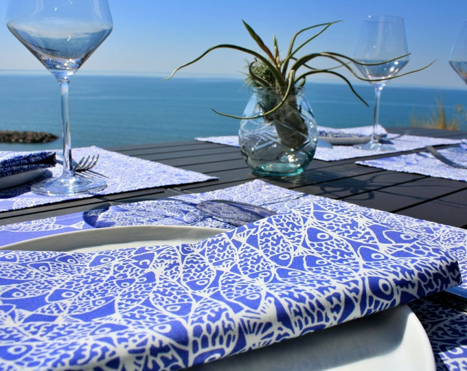 Serviette de table - 100 % coton - motifs poissons - bleu Majorelle - Grand Travers - La Grande Motte - Occitanie - Made in France