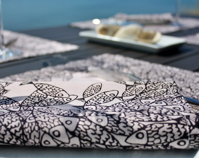 Serviette de table - 100 % coton - motifs poissons - rose pale - Grand Travers - La Grande Motte - Occitanie - Made in France