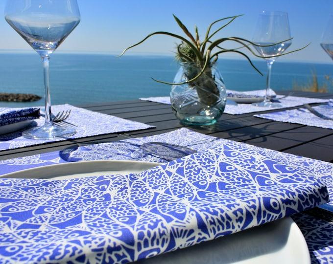 Serviette de table - 100 % coton - motifs poissons - bleu Majorelle - Grand Travers - La Grande Motte - Occitanie - Made in France
