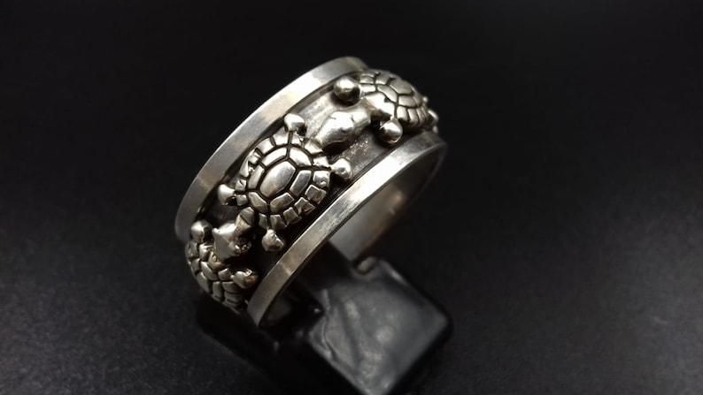 Beautiful Turtle Design Spindle Sterling Silver Ring  7.3 gram