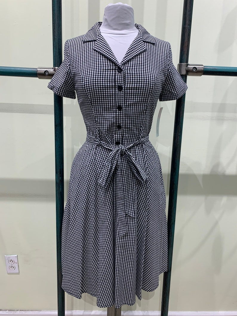 1940s Dress Styles Eva Rose Gingham Checkered Fit And Flare Cap-Sleeve Buttoned Front-Tie Dress With Pockets $49.99 AT vintagedancer.com