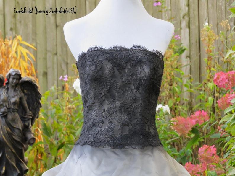 Halloween Bridal Gown Size MEDIUM Corset style bodice size 8 Zombie Wedding dress distressed vintage 1990s Lace Bridal dress