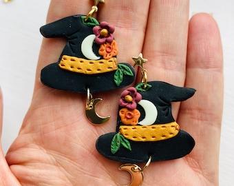 Witch hat earrings // Halloween earrings// autumn earrings// polymer clay earrings// clay Halloween earrings// flower earrings//