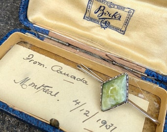 """Art Deco """"Henry Birks & Sons"""" Montreal Canada Sterling Silver 925 and Jade Bar Brooch in Original Box with Handwritten Note from 1931"""